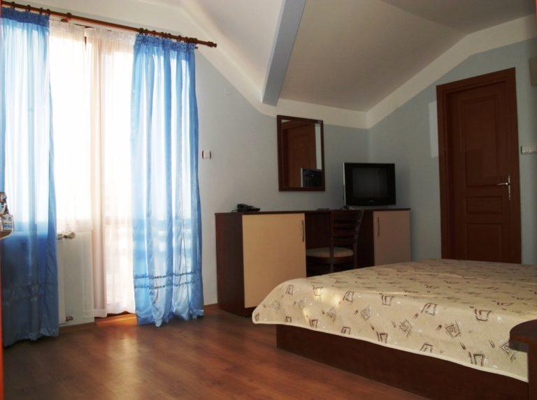 garret-room